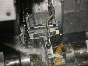 Chanfro com precisão de peças tubulares