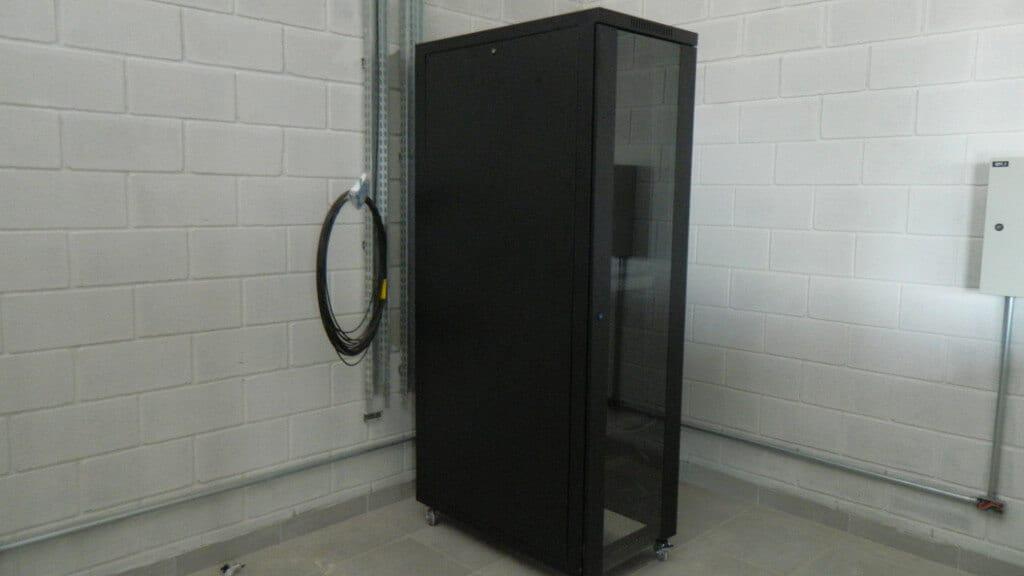 Um dos racks do datacenter