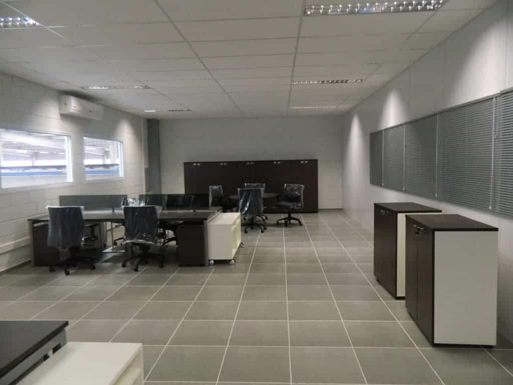 Foto da sala de Vendas e Engenharia com a chegada dos móveis