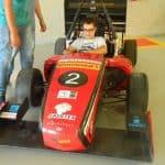 Foto de um colaborador da Engetref no carro da V8 Racing - 2