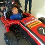 Foto de um colaborador da Engetref no carro da V8 Racing - 8