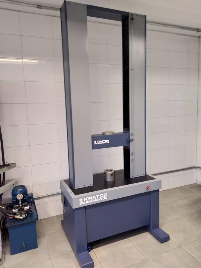 Máquina de ensaios universais - Capa